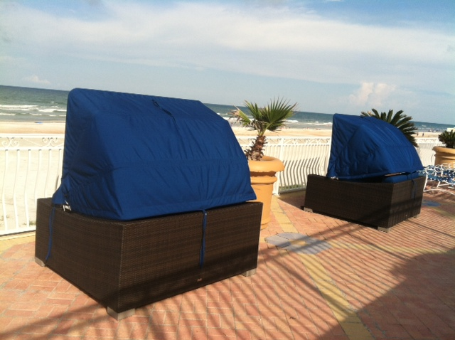 Plaza Resort Daytona King Daybed With Canopy